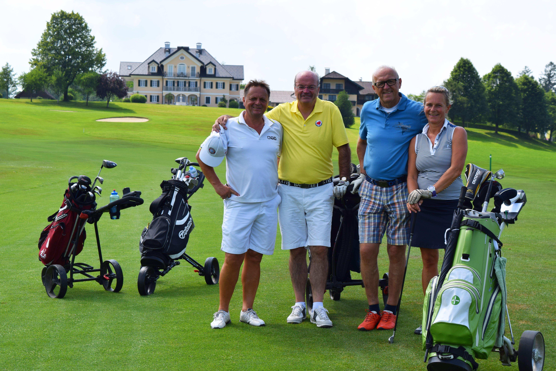 Spieler mit Golfvilla